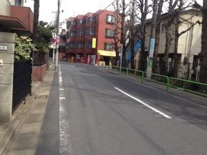小学校前の通り