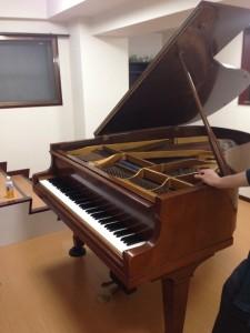 教室のピアノ